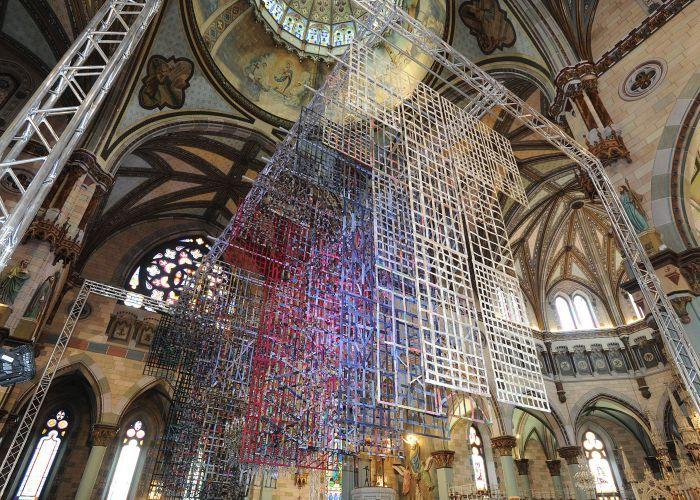La Robe-Cathédrale présentée dans le cadre du Sommet des Arts et de la Musique (SAM) de Longueuil : des fragments d'existence dans la cocathédrale de Longueuil   Ville de Longueuil