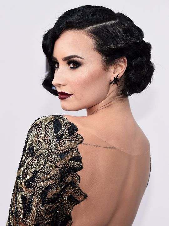 Obsessed With Her Look At The Ama S Demi Lovato At The Amas 11