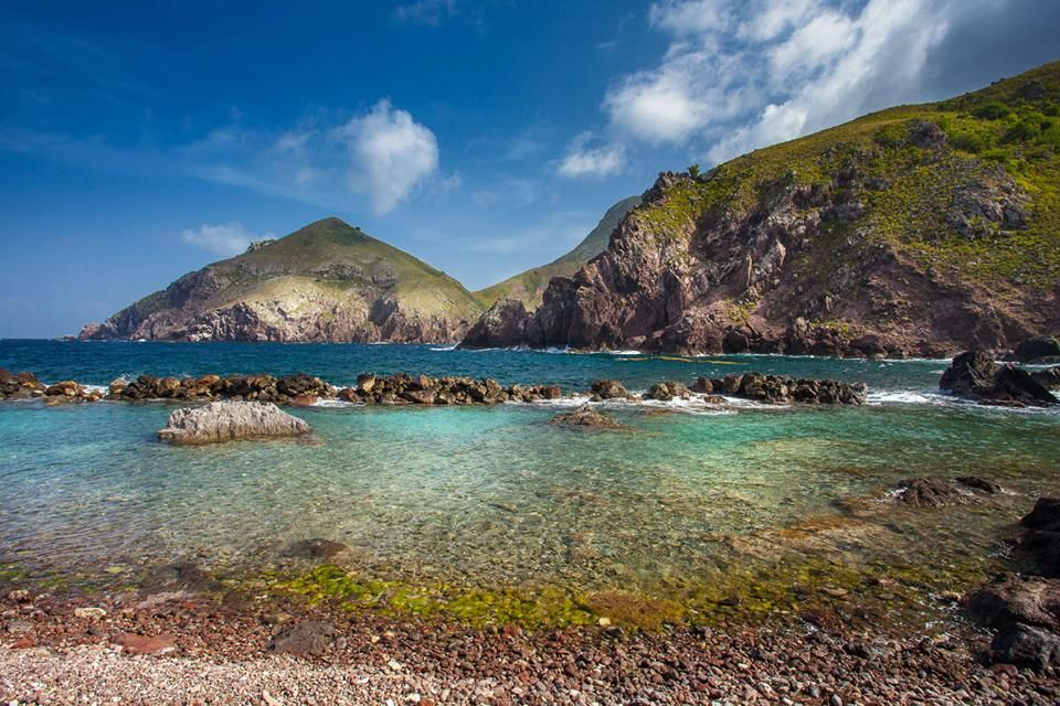 Cove Bay, Saba - Dutch Caribbean - Photo Credit: Laurent Benoit - www.sabatourism.com