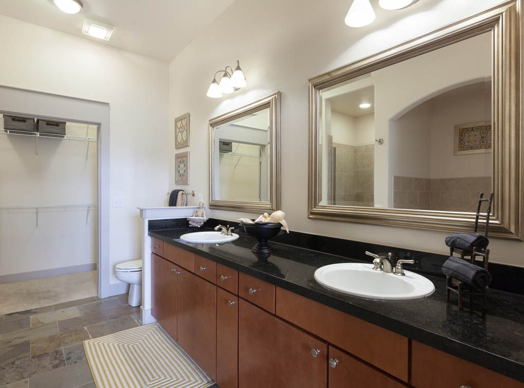 Model Bathroom At Amli Las Colinas Luxury Apartments In Irving Bathroom Model Apartment Looking For Apartments