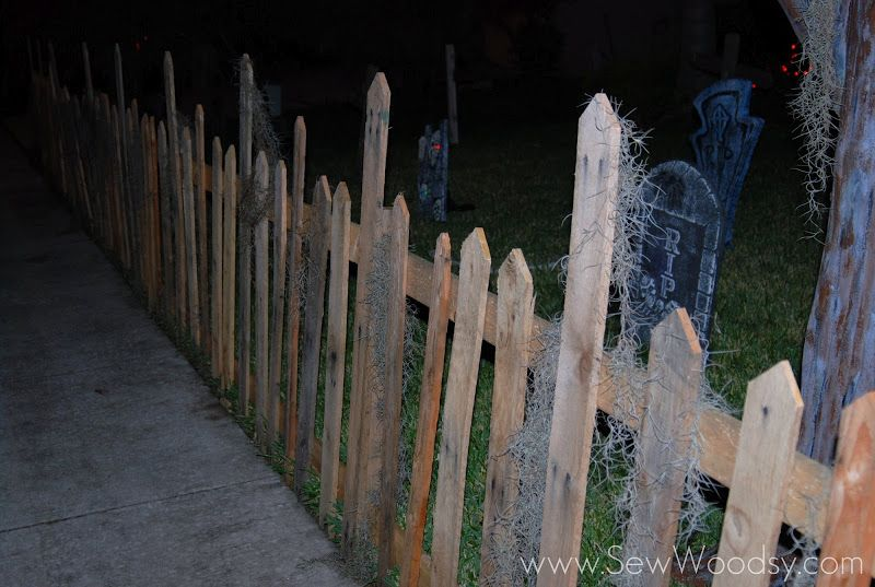 Halloween Wood Pallet Fence Halloween! \u003c3 Pinterest Wood - halloween haunted house ideas