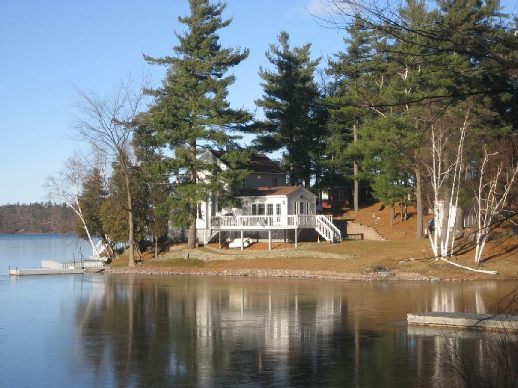 near cabins cabin chickadee in deck large lakes ny with rent finger a for lake rentals winter on