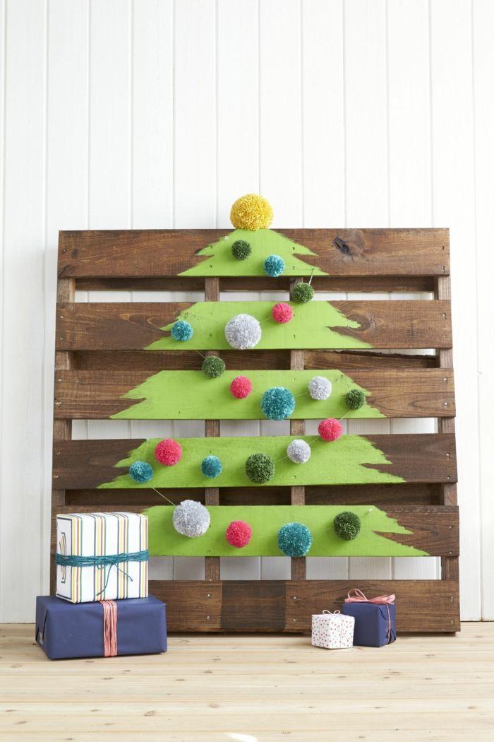 Kreative Idee Für Christbaum Zu Hause, Auf Palette Zeichnen, Pompons  Aufkleben, Geschenke Schön