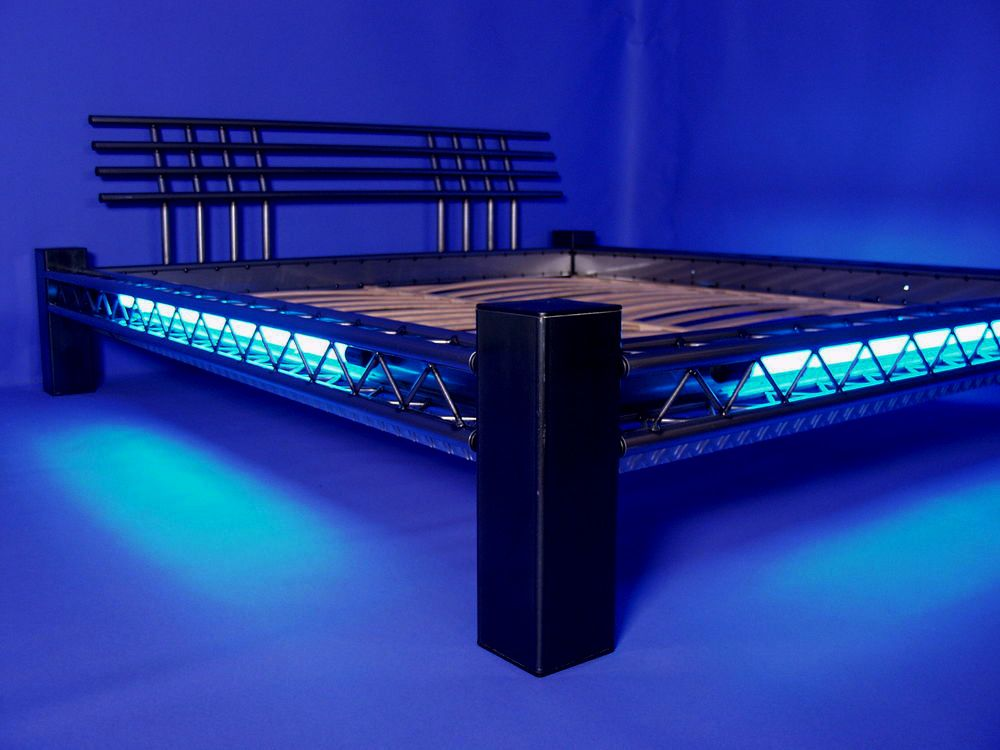 designer bett neonbett metallbett stahlbett mod 4p q al neon blau 140x200 bdsm. Black Bedroom Furniture Sets. Home Design Ideas