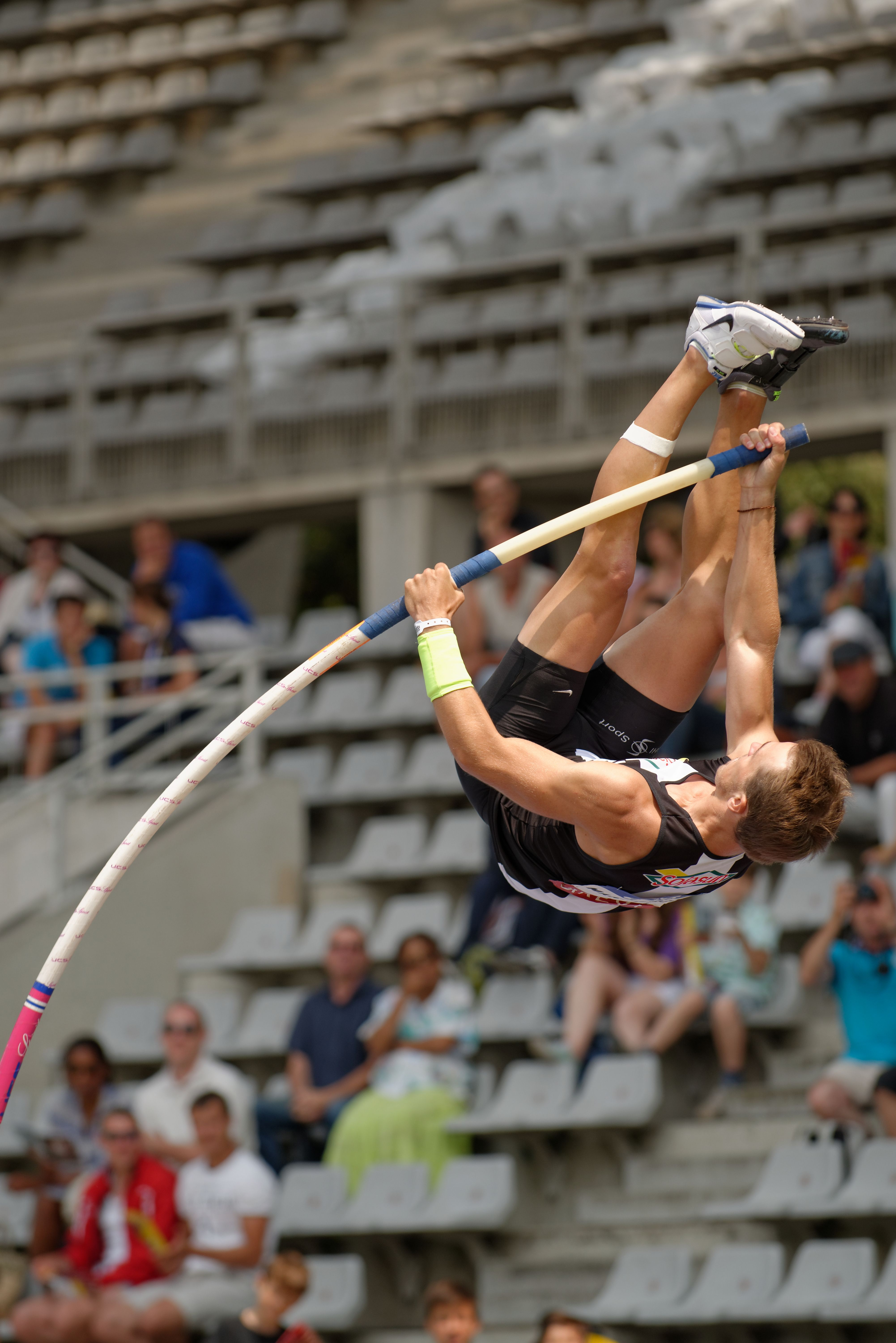 atheltism pole vault Théo Mancheron competes in the