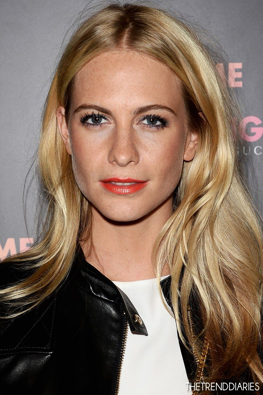Poppy Delevingne - 2020 Regular blond hair & chic hair style.
