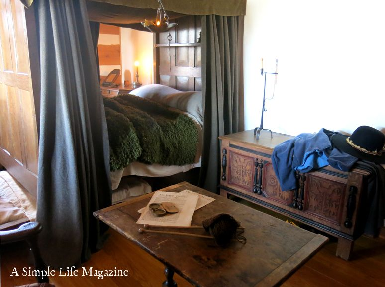 A Simple Life Magazine Sneak Peek 2017 Issue Home Of Marion Atten Primitive Bedroom Colonial Decor Interior