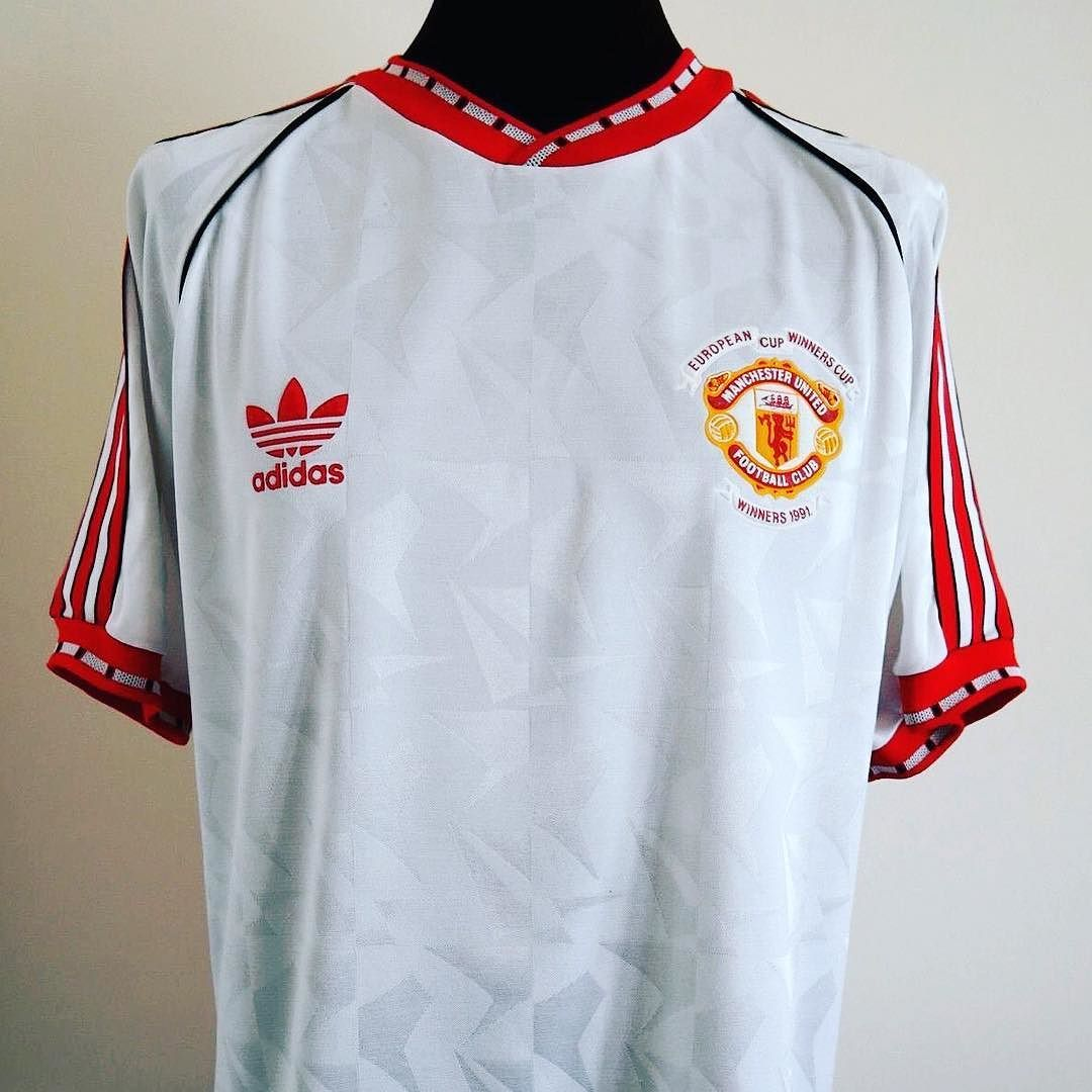 1990 91 Manchester United Away Ecwc Shirt M Beaut Of A Shirt From Classic Eleven United Lin Football Shirts Manchester United Football Club Foot Ball Shirt