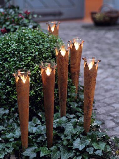 Gardenplaza Durch Flammende Dekoration Den Sommergarten Ins Rechte Licht Rucken Atmospharischer Feuerzauber Rost Deko Garten Sommergarten Garten Deko