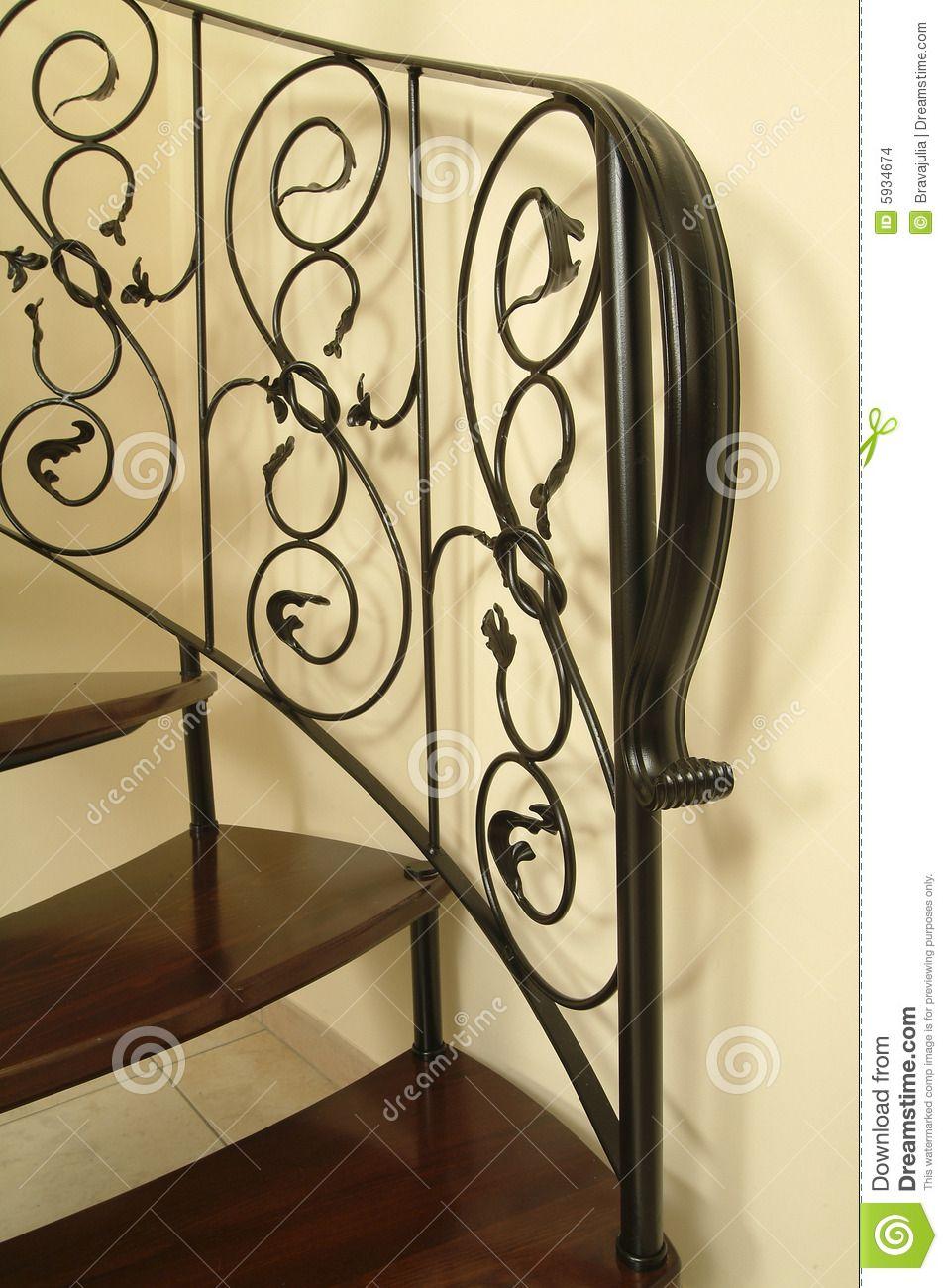Uma maneira bem prática de resolver o problema do espaço, a escada Caracol de…