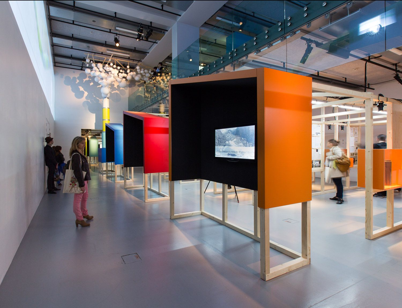 sc nographie de l 39 exposition motion factory exhebe pinterest. Black Bedroom Furniture Sets. Home Design Ideas