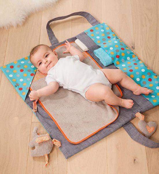 4550ca456ffd Voici un tuto DIY de couture pour créer un sac à langer pour bébé. Nul  doute qu il s adaptera à toutes vos envies et sera très pratique pour tous  vos ...
