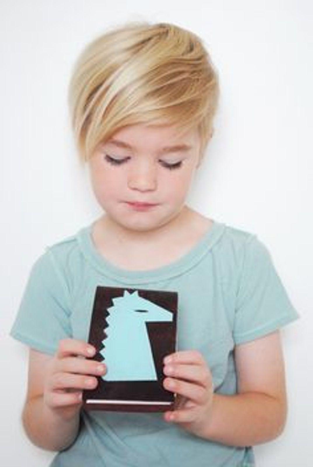 Photos : 20 coiffures courtes pour petites filles parents.fr   Coupe cheveux petite fille, Coupe ...