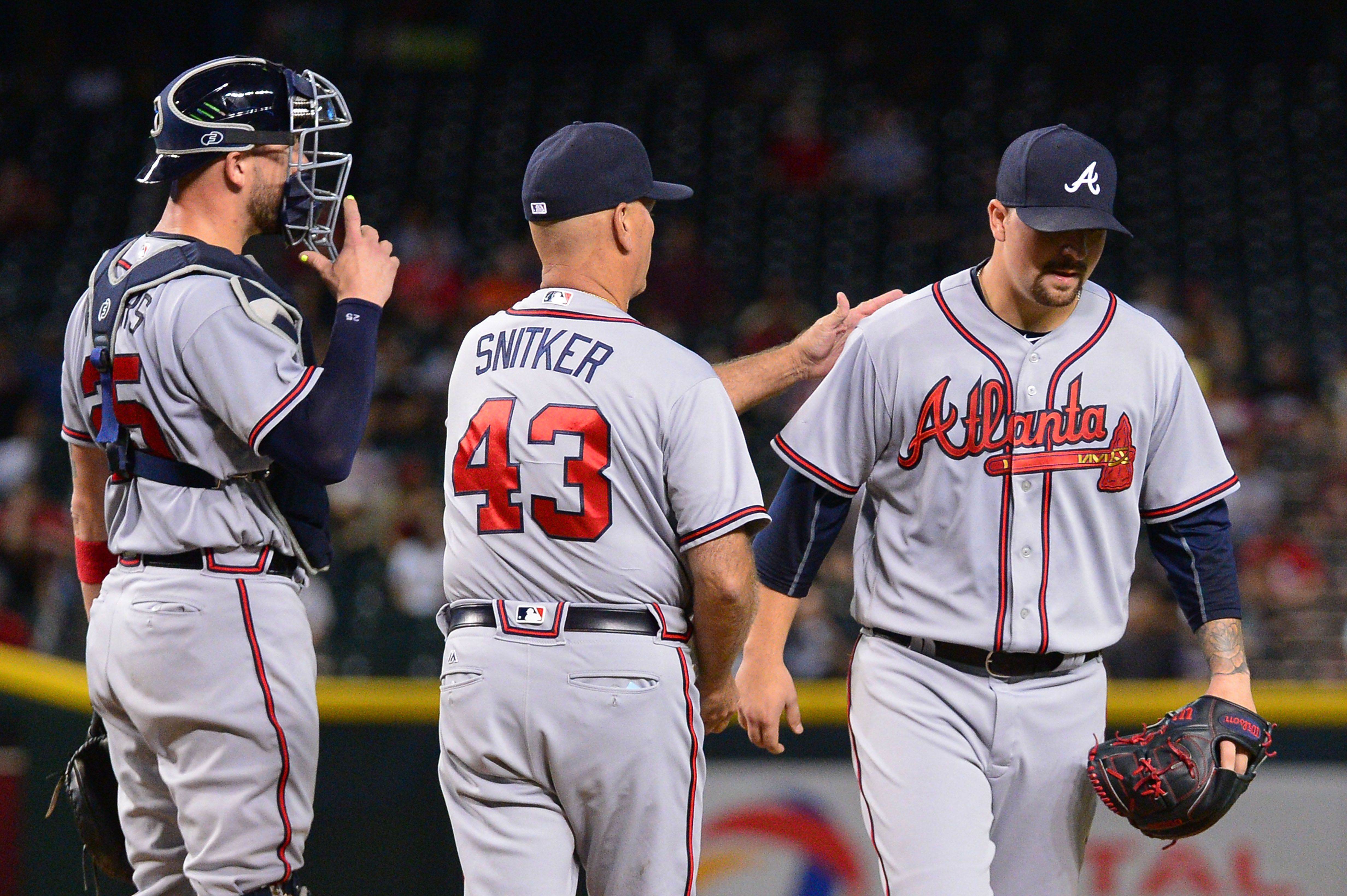 PHOENIX, AZ - AUGUST 23: Brian Snitker #43 of the Atlanta Braves relieves Rob Whalen #63 in the third inning of the game Arizona Diamondbacks at Chase Field on August 23, 2016 in Phoenix, Arizona. (Photo by Jennifer Stewart/Getty Images)