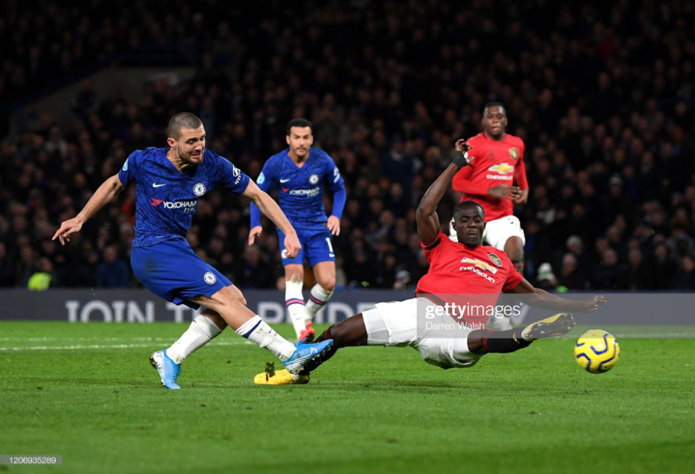 Mateo Kovacic Of Chelsea Shoots Past Eric Bailly Of Manchester United In 2020 Manchester United Chelsea Mateo Kovacic