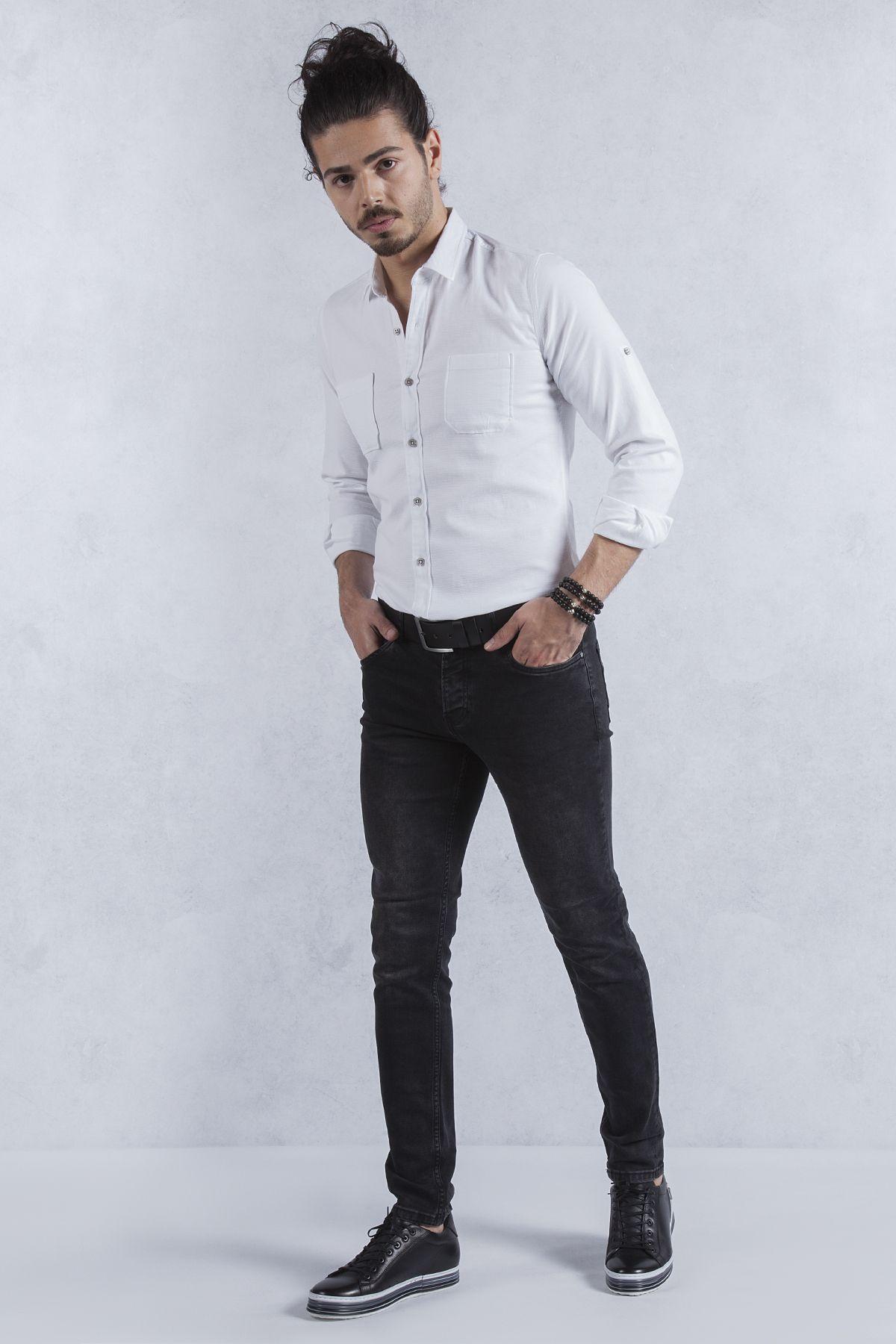 Spor Beyaz Gomlek Siyah Jean Pantolon Kombini Siyah Taslama Jean Uzerine Spor Beyaz Gomlek Harika Duruyor Kalin Kemer Ve Tabani Yuksek B Gomlek Siyah Jean