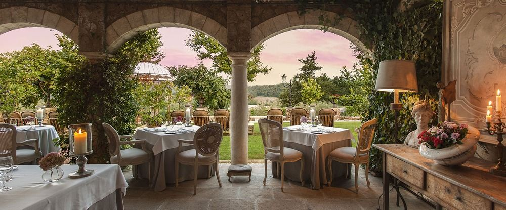 Meo Modo restaurant terrace with stunning view of the Valle Serena #tuscany #visittuscany #gourmet