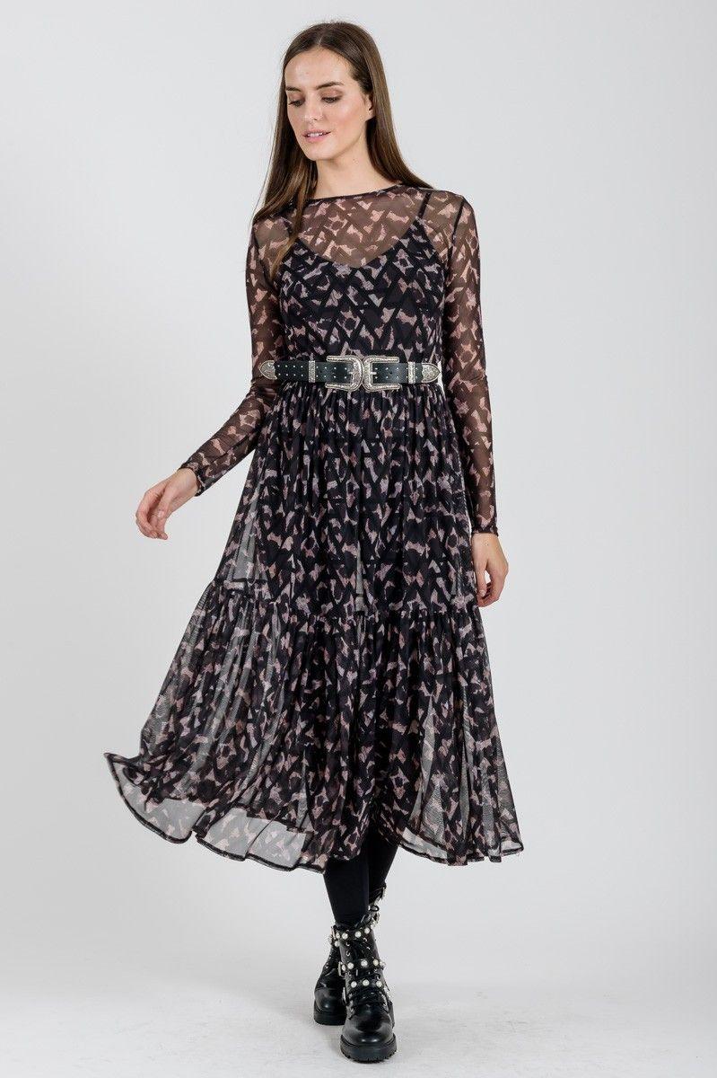 517b54f491b8 Φόρεμα από λεοπάρ τούλι σε Α γραμμή με μακρύ μανίκι και βολάν στο κάτω μέρος .