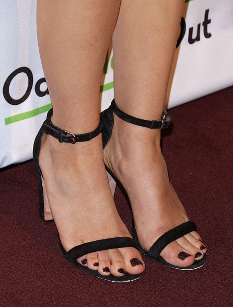 Abby-Elliott-Feet-1729344.jpg (Imagen JPEG, 759 × 1000 píxeles) - Escalado (60 %)