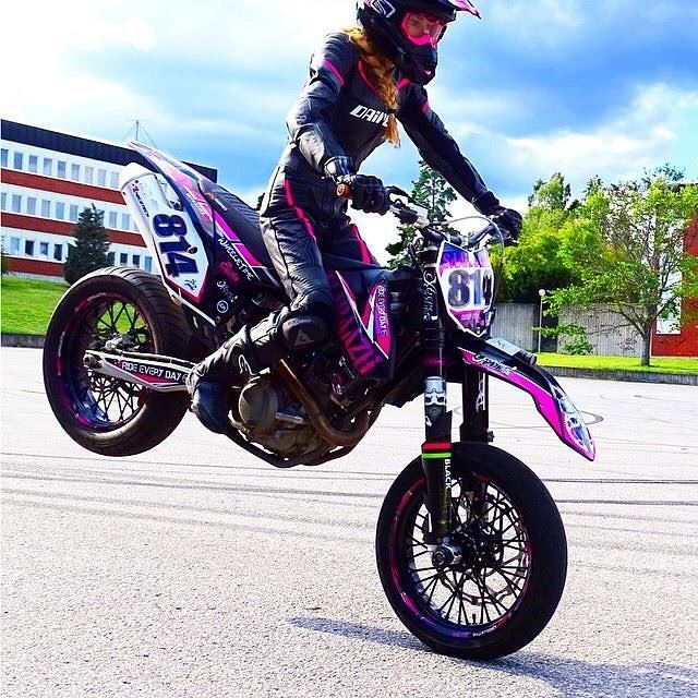 5 types of women that ride motorcycles infographic women and bikes motorcycle motocross. Black Bedroom Furniture Sets. Home Design Ideas