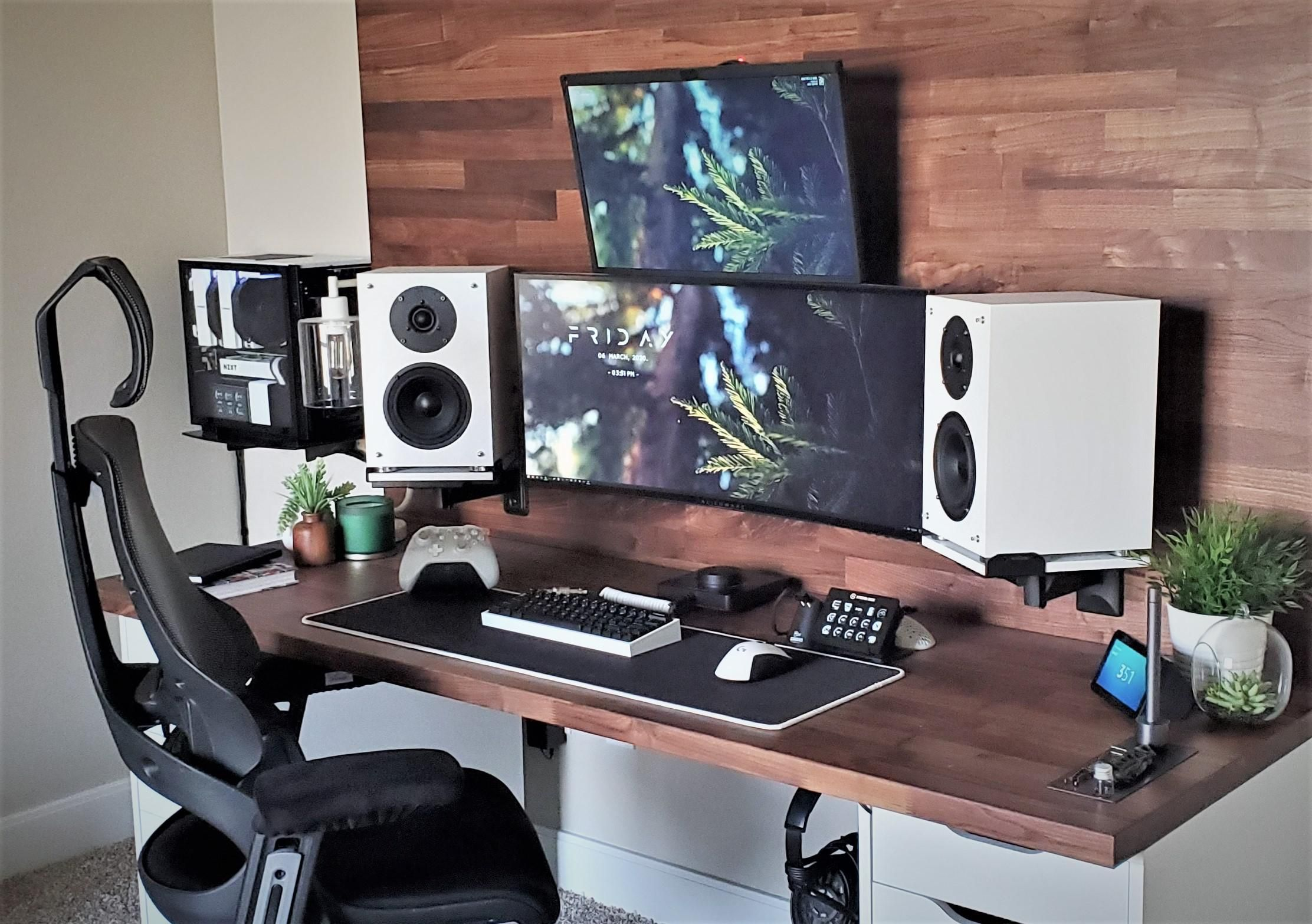 Pin By Yann Souleymane On Greatest Battlestations From Reddit In 2020 Home Office Setup Best Computer Chairs Computer Desk Setup