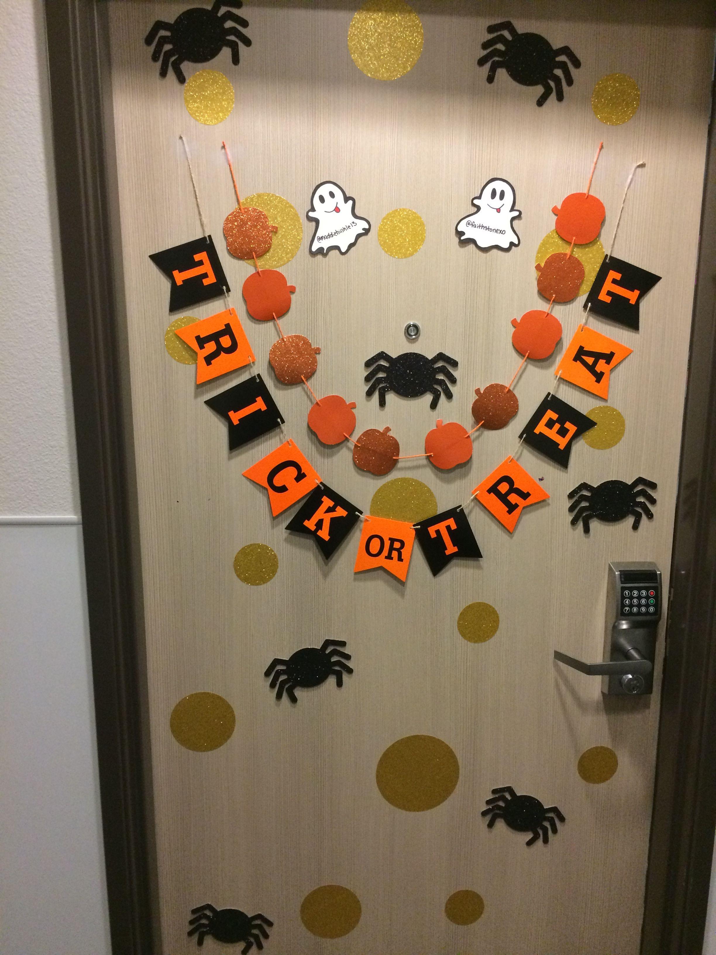 Dorm room door goals for halloween dorm room door for Hotel door decor