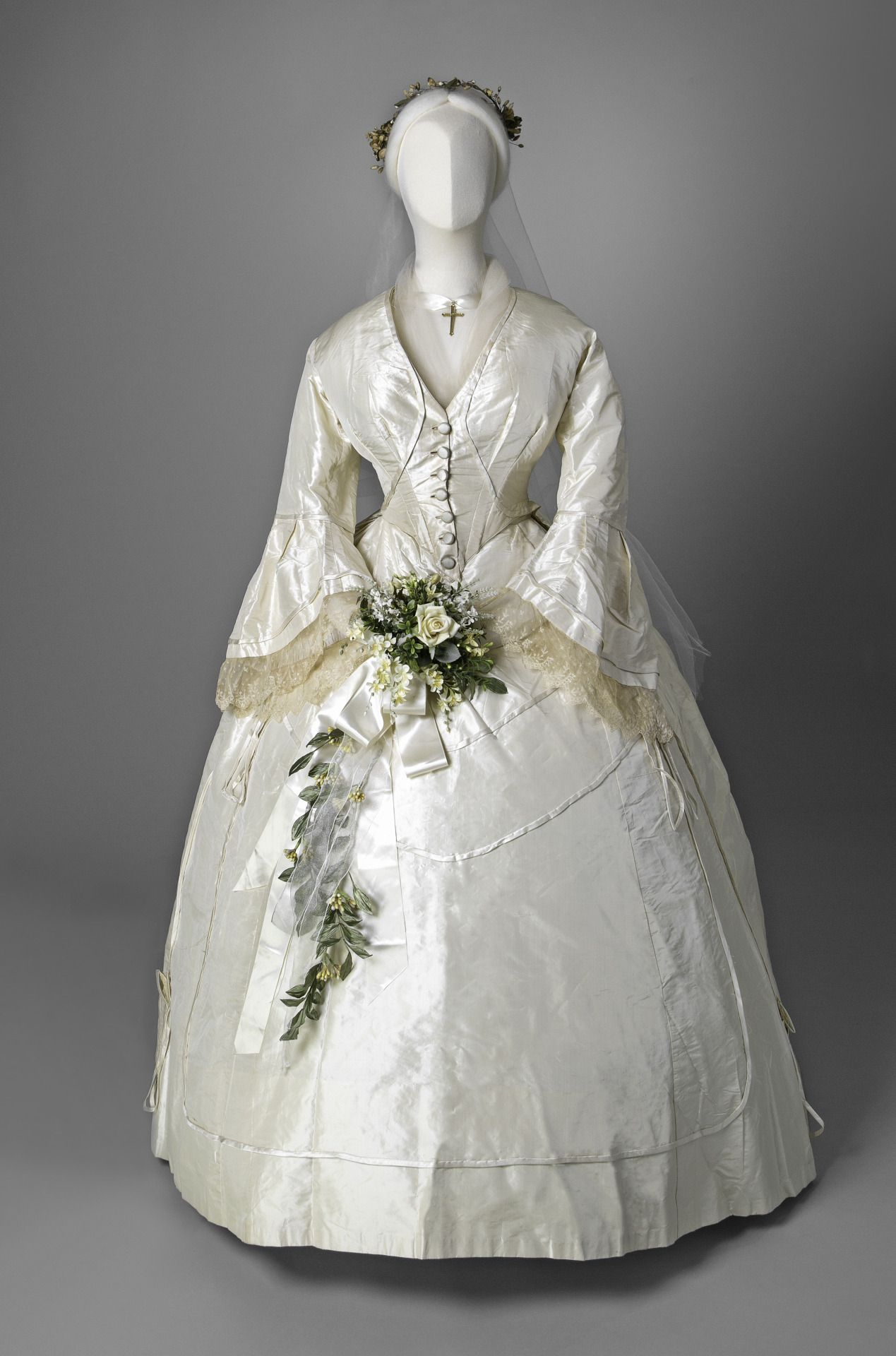 Fripperies And Fobs Antique Wedding Dresses Wedding Gowns Vintage Wedding Dresses Vintage