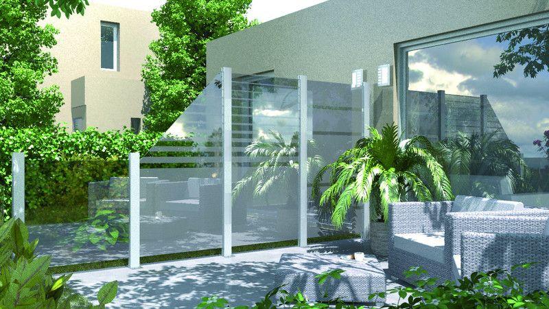 SYSTEM GLAS - bringt Leichtigkeit und Transparenz auf Ihre Terrasse. Das System besteht aus Elementen mit 8 mm starkem Einscheiben-Sicherheitsglas und den metallic-farbenen Alu-Pfosten (2 Halbpfosten) in die die Glas-Elemente eingespannt und verschraubt werden.