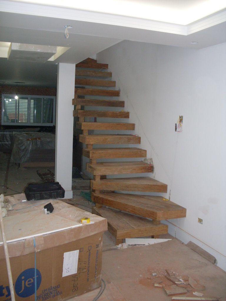 Escada de madeira rustica 2 escadas pinterest for Escaleras interiores casas rusticas