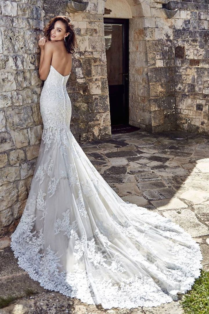 Gorgeous wedding dress with stunning back details #weddingdress #weddingdresses mermaid wedding dress,fit and flare wedding dress,wedding dresses