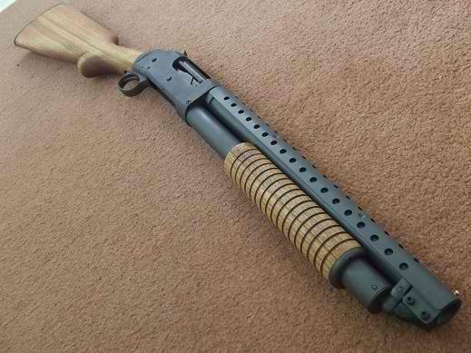 Pair of Benelli M4 shorty shotties) shotgun, guns, weapons