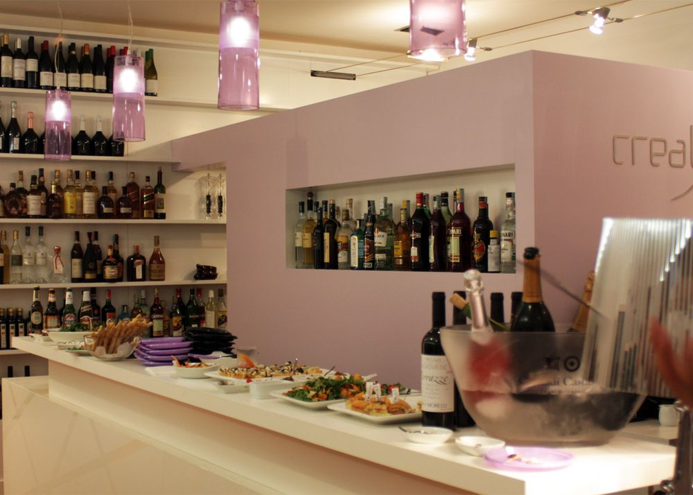 REMO BATTISTERI - Tinteggiatura pareti area bar e cucina con smalto ad acqua, color ciclamino ...