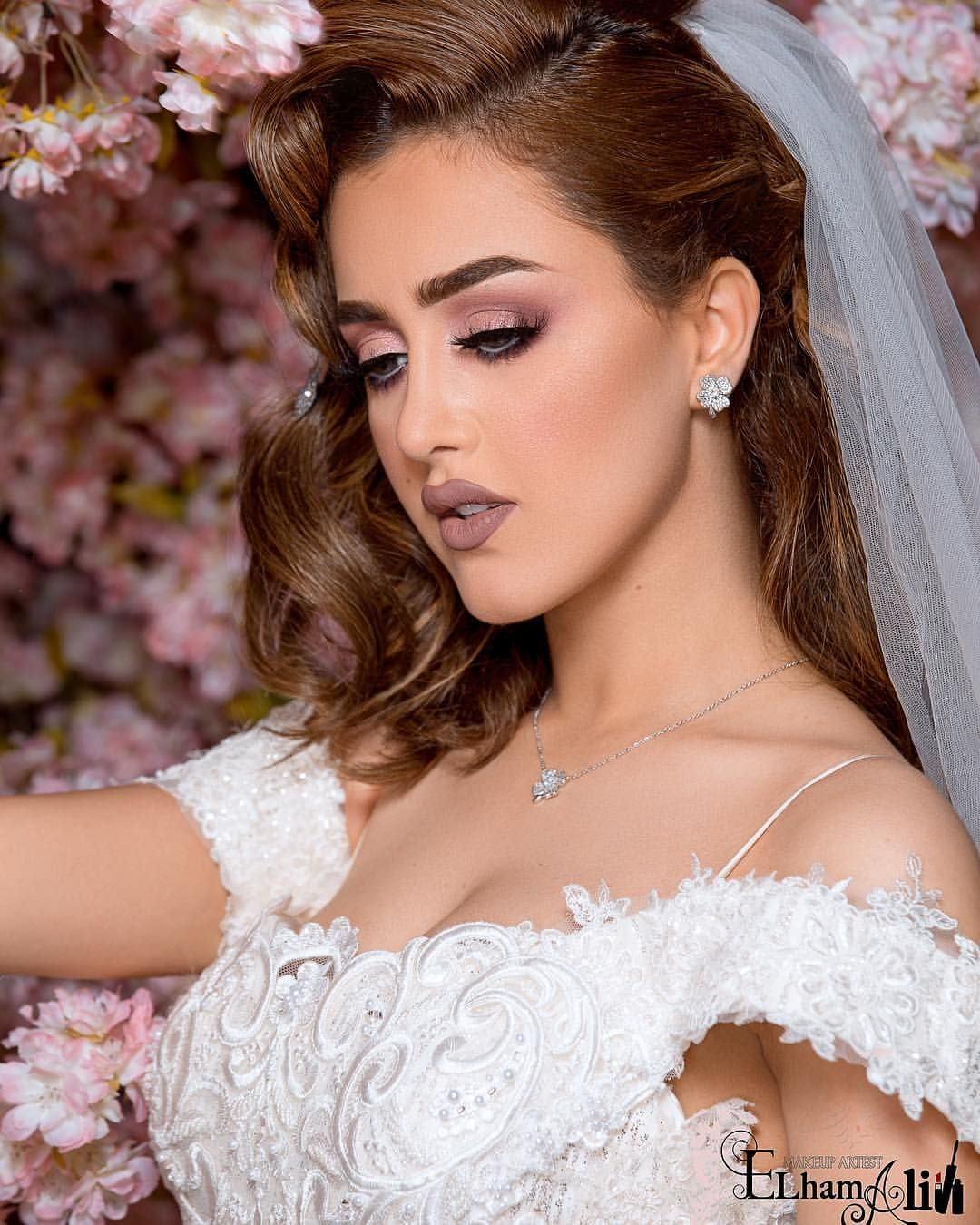 22 Likes 0 Comments بوتيك شمسه المهيري Shamsaalmehairi4 On Instagram ثوب الراقي Indian Bridal Hairstyles Bridal Makeup Looks Wedding Day Makeup