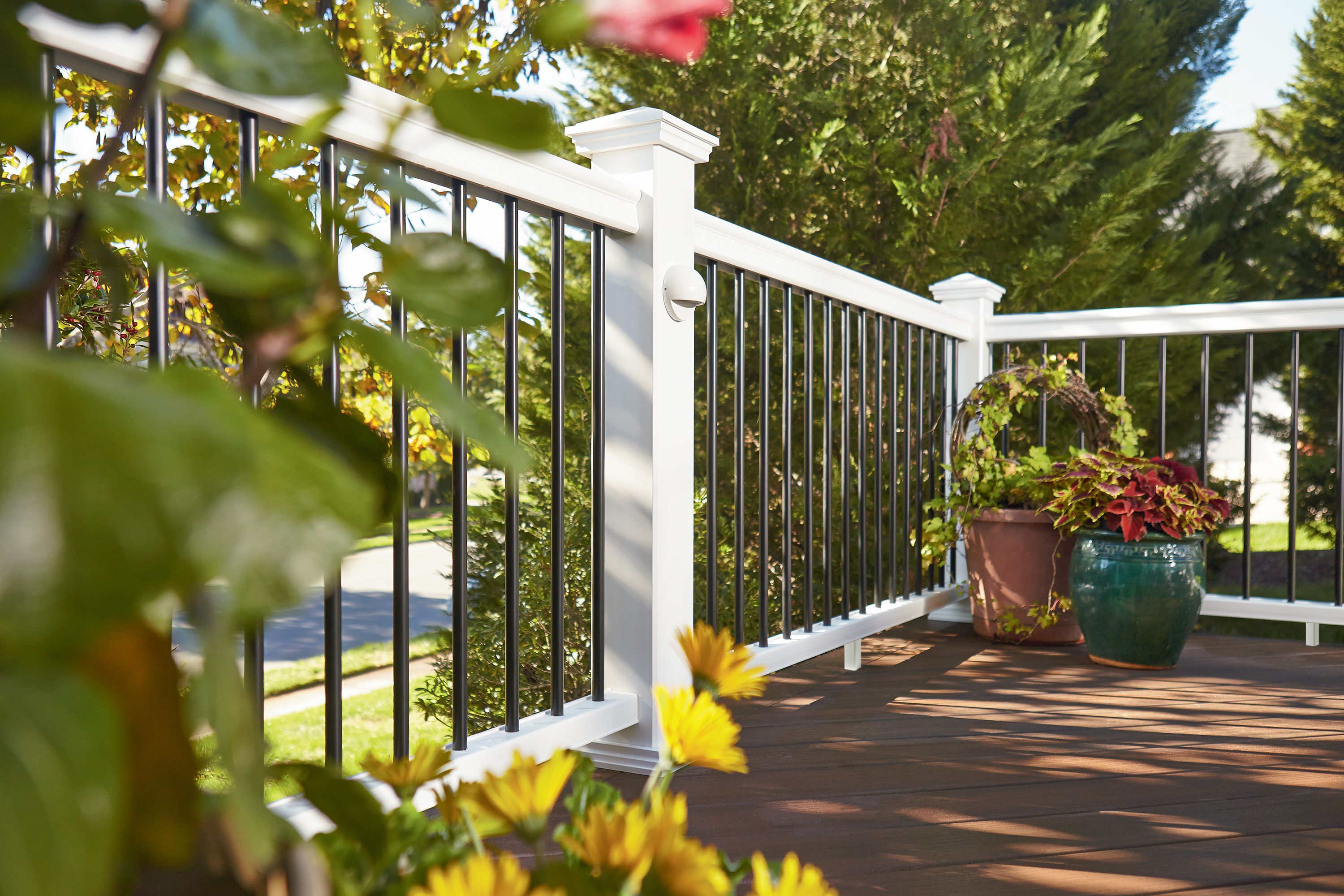 Fiberon Symmetry Railing in Tranquil White, with black round