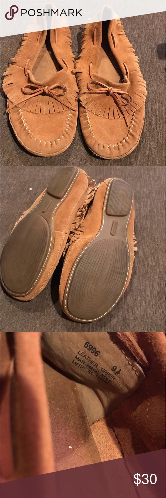Minnetonka fringe moccasins Minnetonka fringe moccasins in good condition Minnetonka Shoes Moccasins