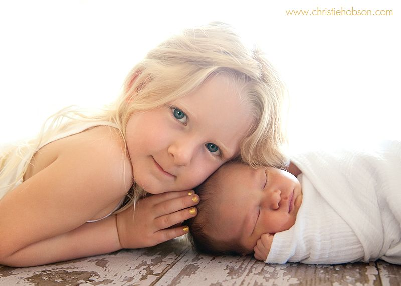 Sibling pose orange county newborn photographer christie hobson
