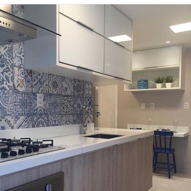 """148 curtidas, 3 comentários - Lardepinterest (@lardepinterest) no Instagram: """"Bom diia gente!! Cozinha super fofinha com esses azulejos azuis, super tendência!! Beijos l ✨✨…"""""""