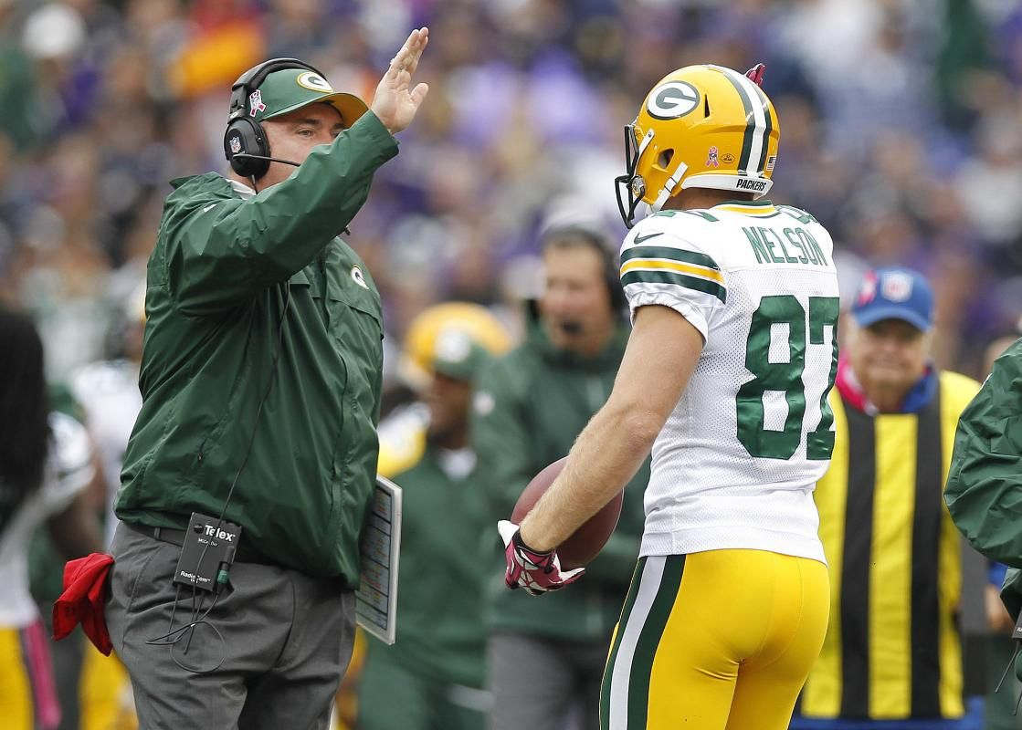 Jordy nelson getting a high five from coach mccarthy 1013
