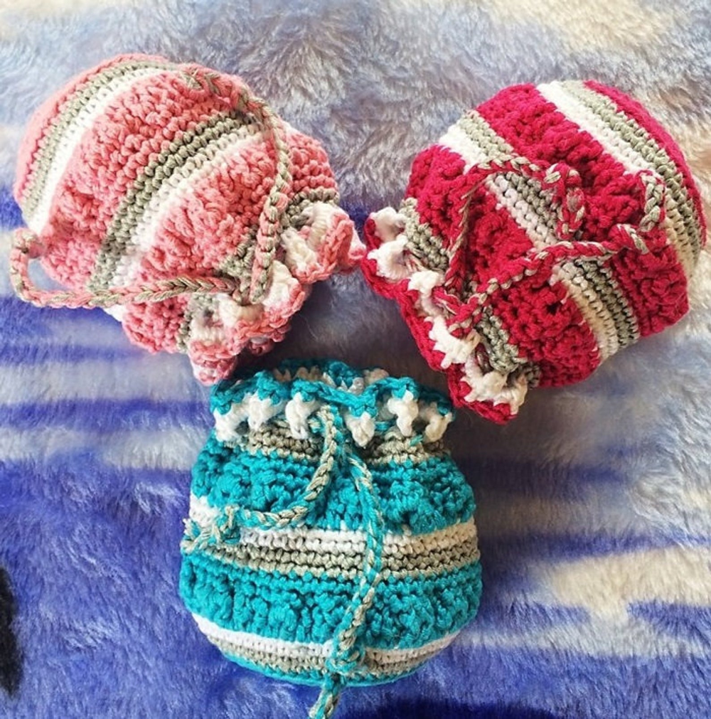 Three color crochet pouch pattern - Beginner crochet pouch pattern - Crochet pattern for small bag - Goodies crochet pouch pattern - Favors