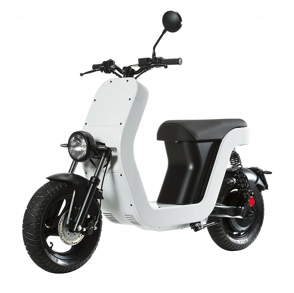 The Me Scooter Drives Out Of Vespa S Shadow Gessato Electric Scooter Scooter Power Bike