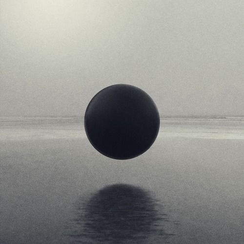 Perfect sphere. Xk #kellywearstlerXdomino #myvibemylife #geometric