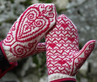 Freja, the Nordic goddess of love and fertility, is the inspiration for these mittens. The design started with the pattern of small hearts in the palm, and I knew I wanted to combine it with more hearty shapes. The result is these mittens.