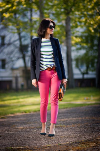 I just bought a pair of pink pants from AE and I'm DYING to put an outfit together. Love this idea!