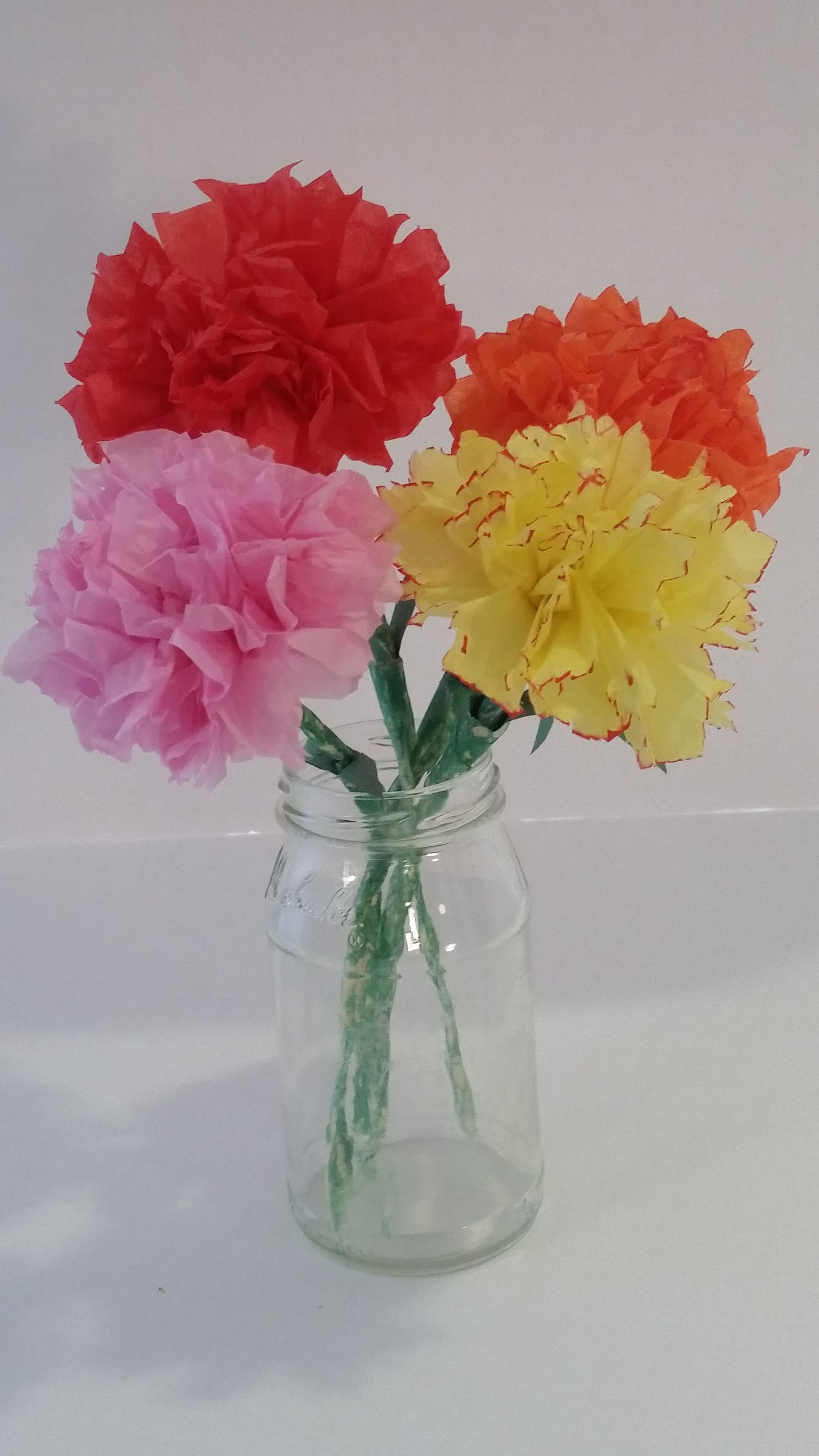 Diy Tissue Paper Carnation Flowers Watch The Easy Step By Step Tutorial Paper Flowers Tissue Paper Flowers Paper Flowers For Kids