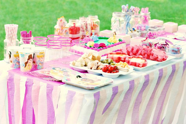 Kids Party Coming Up Check Out This Diy Crepe Paper Streamer Tablecloth It S An Awesome Princess Idea