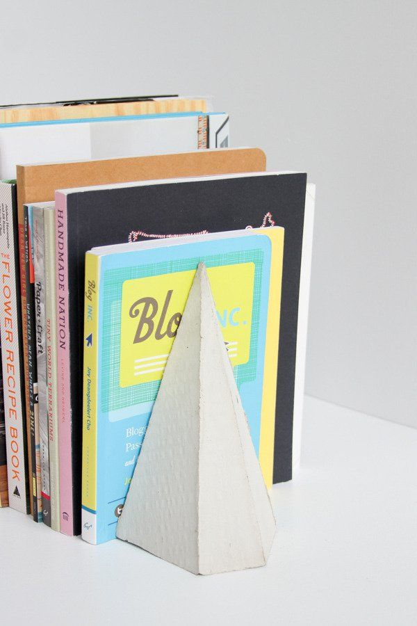 How To Make Diy Geometric Concrete Bookends With Scrap Cardboard Diy Bookends Bookends Concrete Crafts