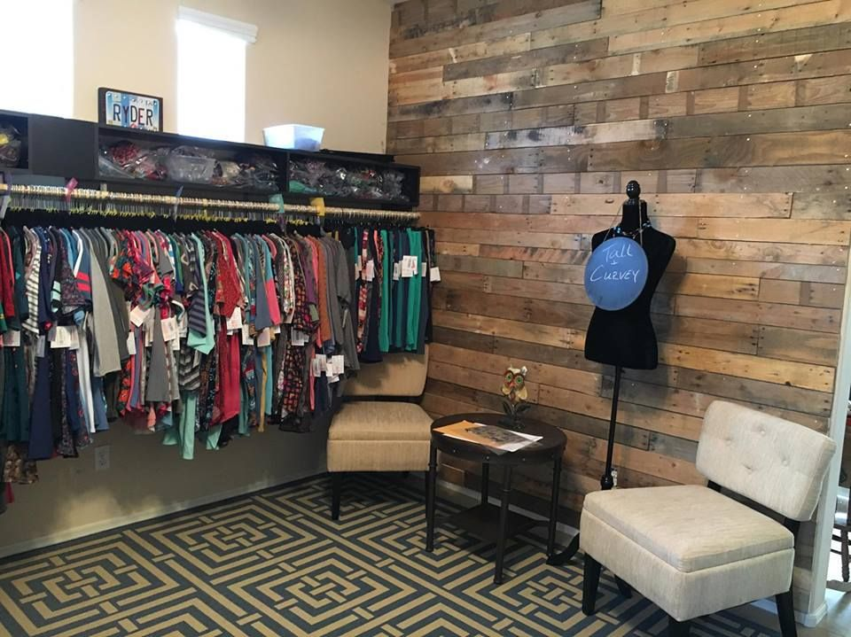 Lularooms lularoe room ideas lularoe garage boutique - Small office setup ideas ...