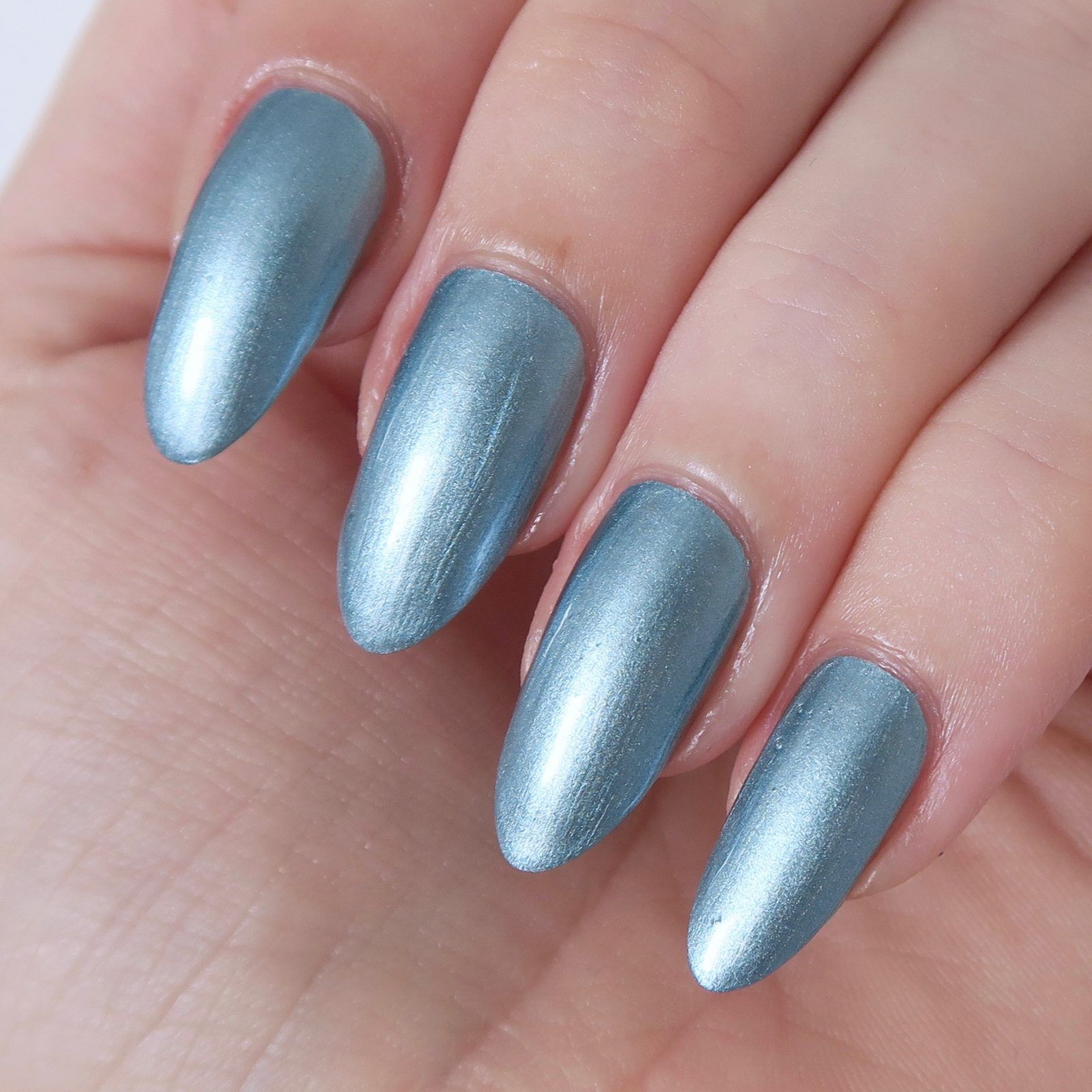 Essie Galaxy Metal Collection Review   Ongles 07ecafe1d716