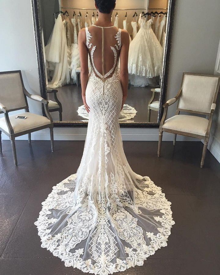 Gorgeous fit and flare wedding dress | fabmood.com #weddinggown #bride #weddingdress #bridaldress #mermaidgown