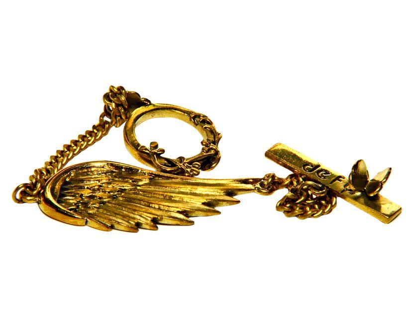 #Bracciale Ala d'Angelo: fantastico bracciale di alta #bigiotteria che rappresenta l'ala di un angelo arricchita da graziose rifiniture che lo rendono unico. Consigliato come originale #idea_regalo.